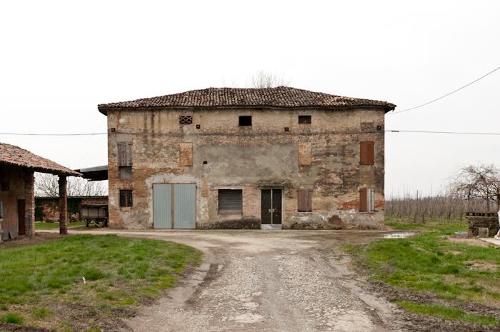 http://www.davideconventi.com/files/gimgs/66_07-la-villa-2.jpg